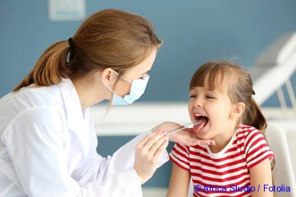 examination of the child tongue by the doctor